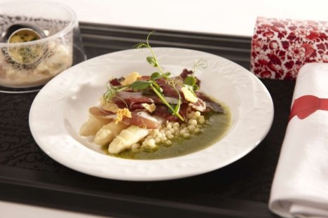 KLM 聘请米其林大厨设计航空餐