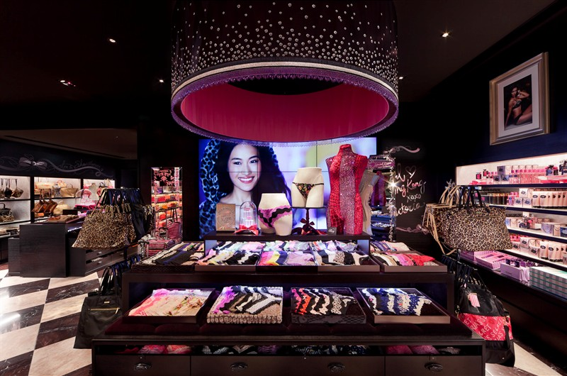 the-angels-are-in-town-victorias-secret-opens-in-hong-kong_6