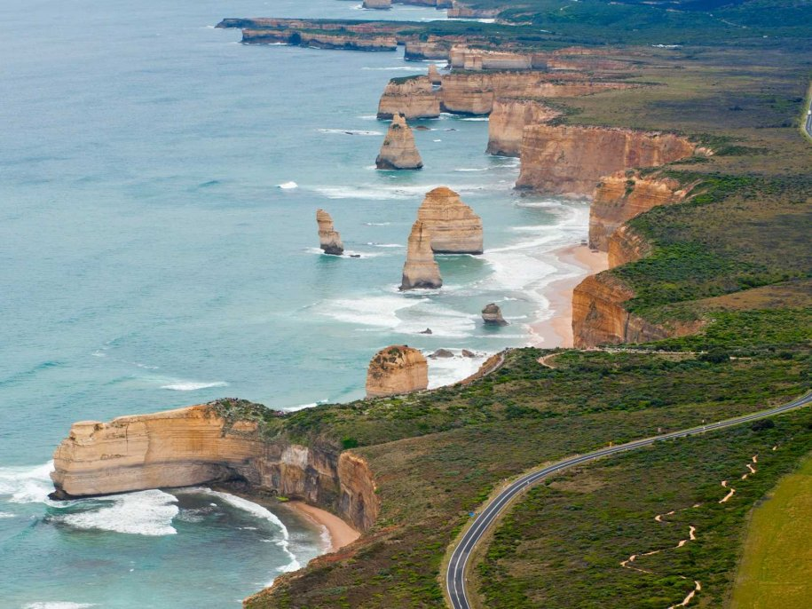 great-ocean-road-australia-the-worlds-largest-war-memorial-is-australias-great-ocean-road-and-since-war-memorials-rarely-come-subtle-you-can-imagine-the-trip-youre-in-for