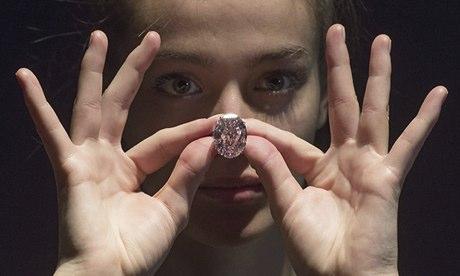 创下钻石拍卖世界纪录的粉钻买家悔约,苏富比接盘