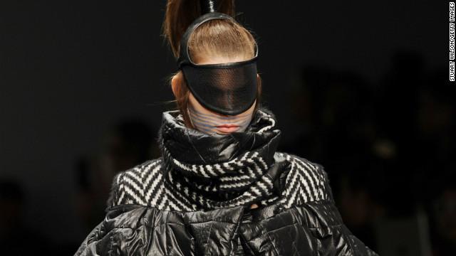 london-fashion-week-haizhen-wang-3-horizontal-gallery