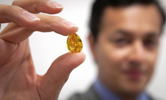 佳士得/苏富比两大拍卖行叫板,钻石拍卖三项世界纪录被刷新