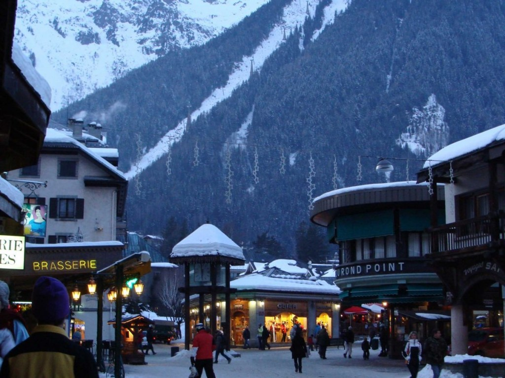 nestle-up-with-a-chocolat-chaud-hot-chocolate-or-cold-bierre-after-a-full-day-on-the-slopes-at-chamonix-france-the-mountain-was-the-site-of-the-first-winter-olympics-in-1924