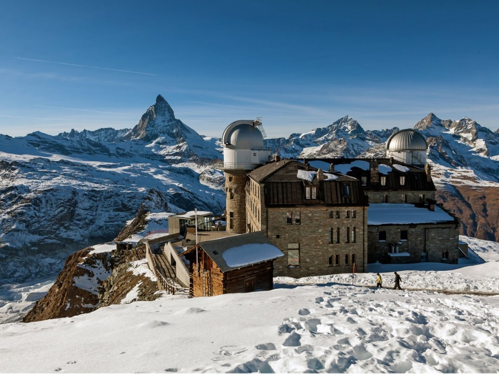 ski-or-snowboard-in-the-shadow-of-the-matterhorn-at-zermatt-switzerlands-iconic-ski-town