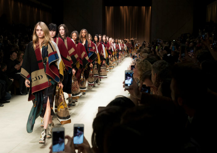 Burberry_Prorsum_Womenswear_Autumn_Winter_2014_Show_Finale