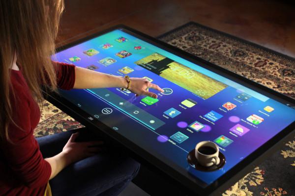 数字平板咖啡桌面世,可同时支持60人使用的多点触摸技术大亮