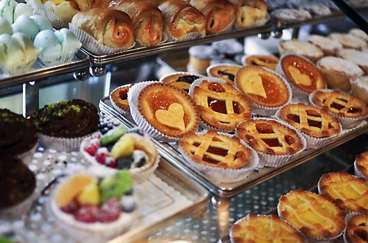 Prada 终于抢到手一家百年甜品老店-无美食、不时尚