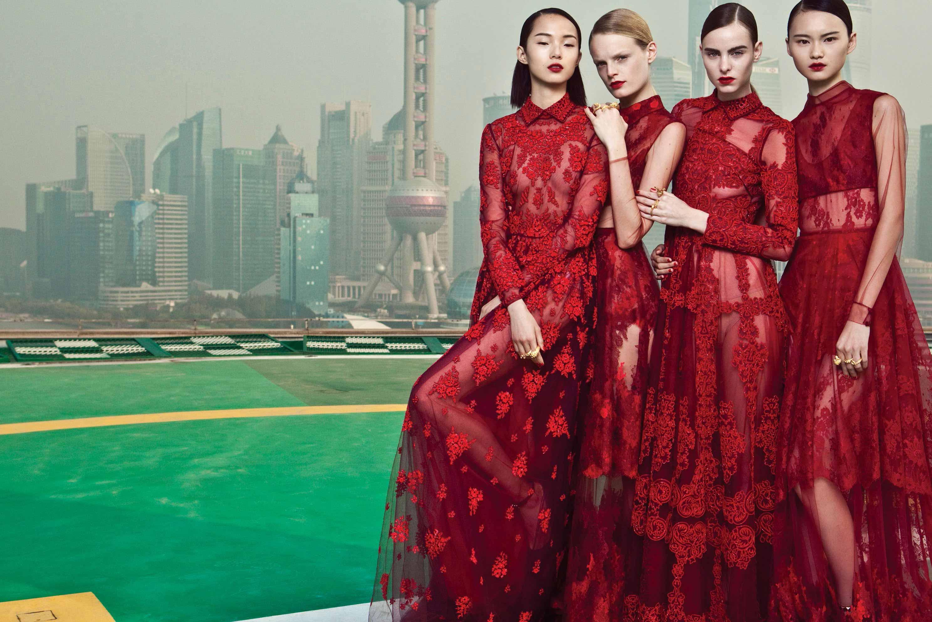 红色为 Valentino 带来好运-卡塔尔新东家靠谱