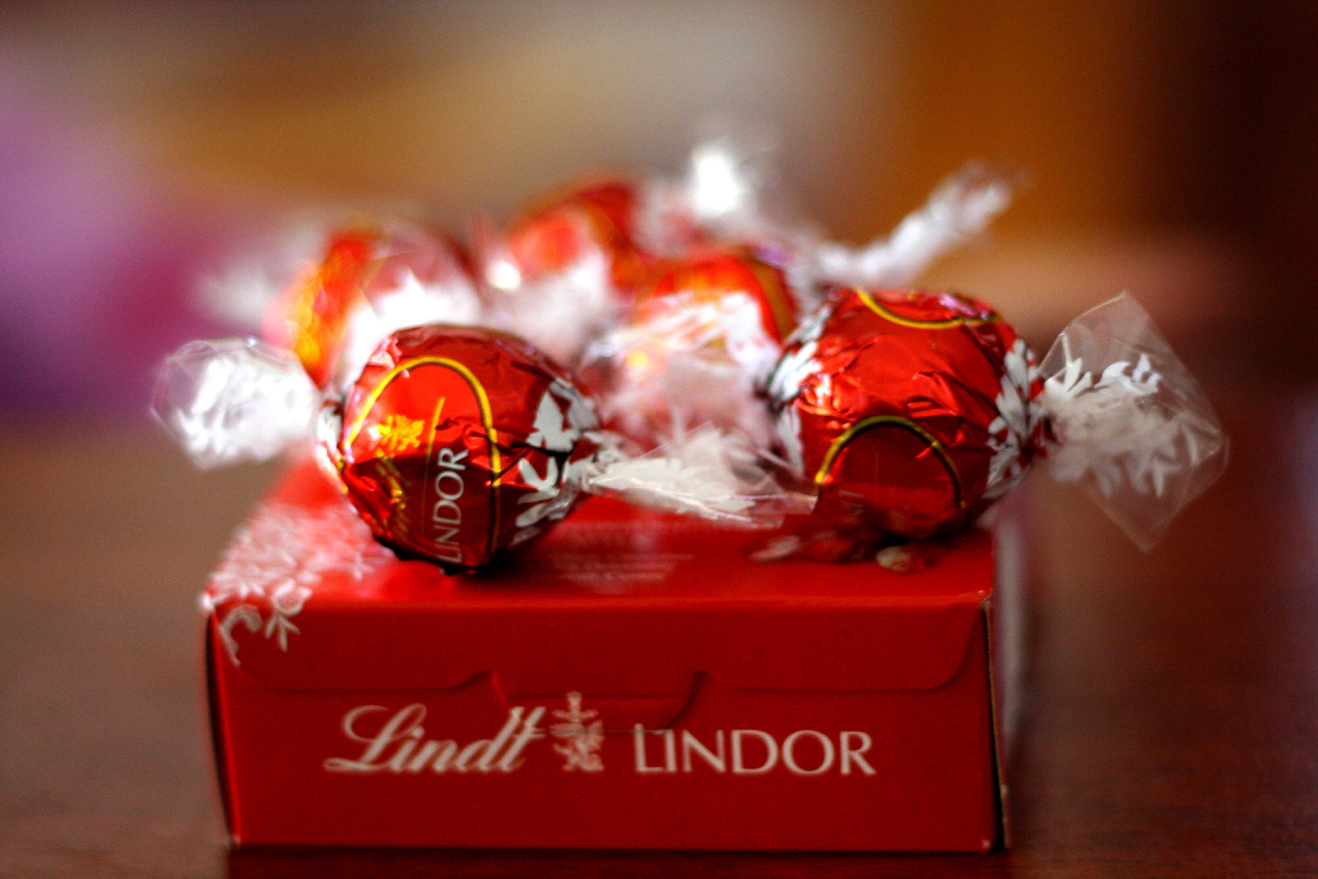"""巧克力也刮""""轻奢""""风,瑞士莲 Lindt 业绩卓尔不群"""