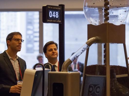 逼你和陌生人说话的咖啡机 Coffee Connector