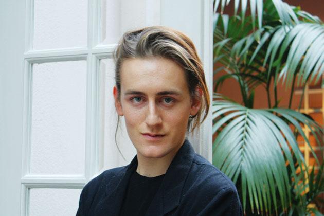 Thomas Tait 夺得LVMH 青年设计师大奖-圣马丁史上最年轻的女装硕士