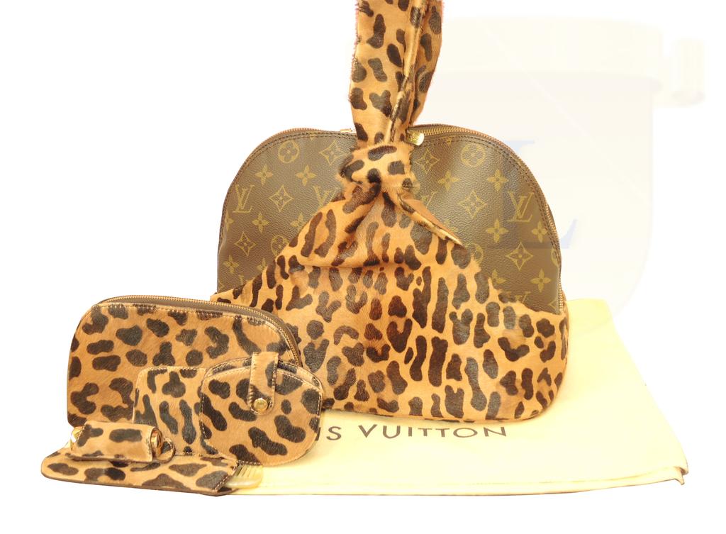 千万不要忘本!Louis Vuitton 邀请六位顶级大师设计限量版押花帆布包