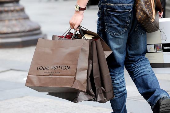 一图了解奢侈品行业估值17年的变迁