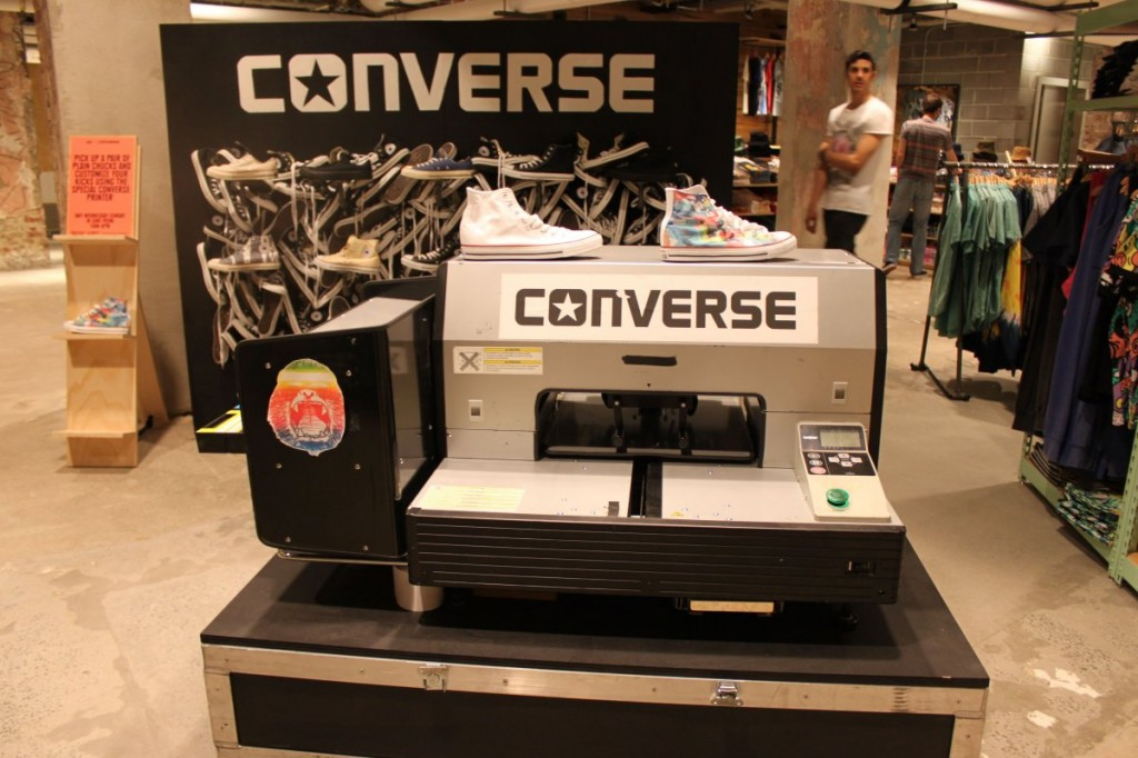 this-machine-located-just-outside-mens-dressing-rooms-prints-colors-onto-converse-sneakers