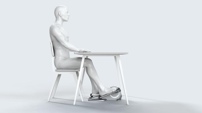 坐在办公桌前就把锻炼的事儿办了
