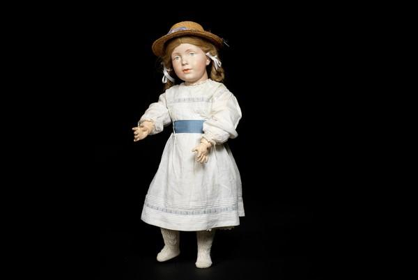 世界最贵的玩具娃娃-242,500英镑拍出