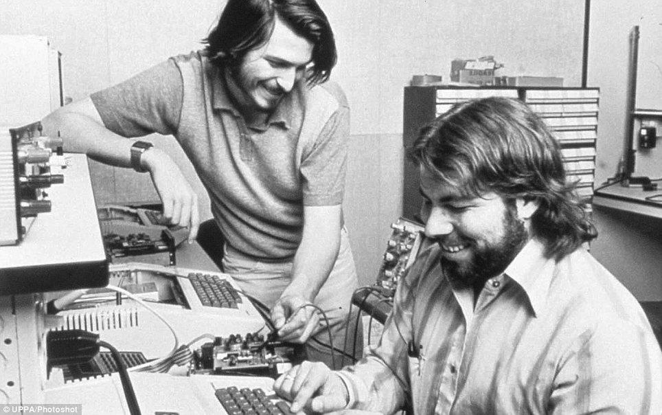第一代苹果电脑拍得905,000美元