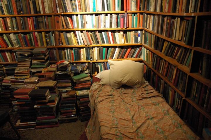 waterstones-airbnb-bookshop-sleepover