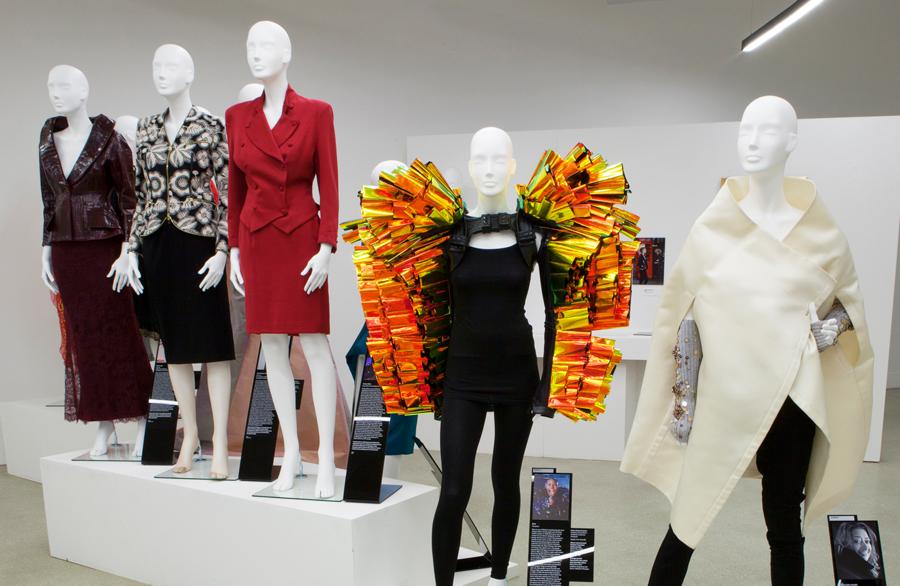 """伦敦设计博物馆新展—""""女性时装力量"""""""