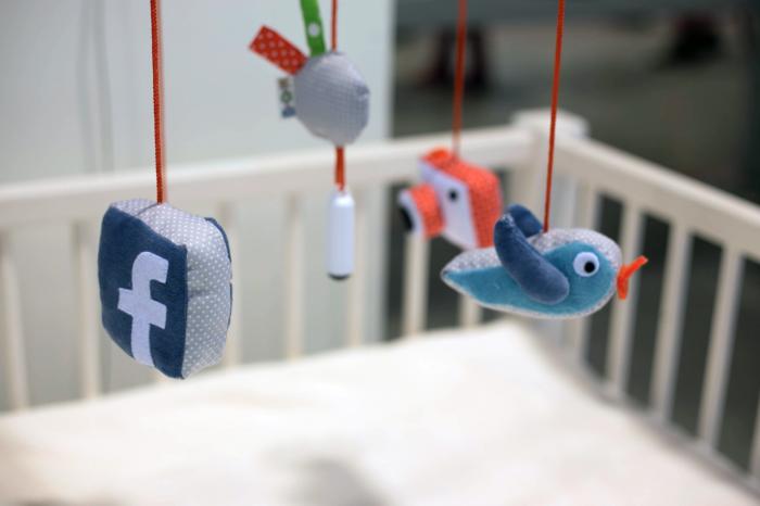 社交时代新婴儿玩具让宝宝自己拿主意