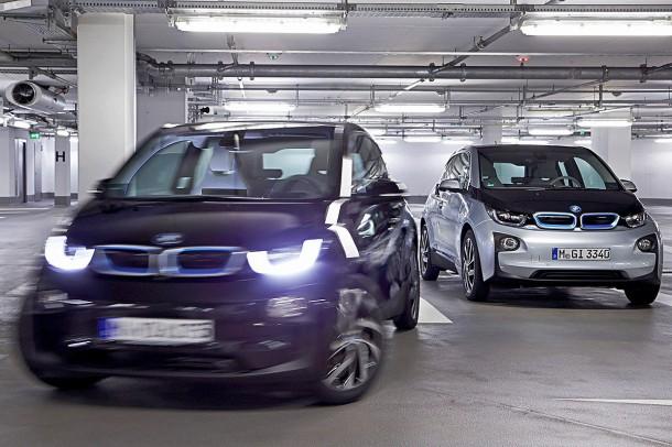 BMW 推出智能泊车助手 你再也不用为停车取车费神了