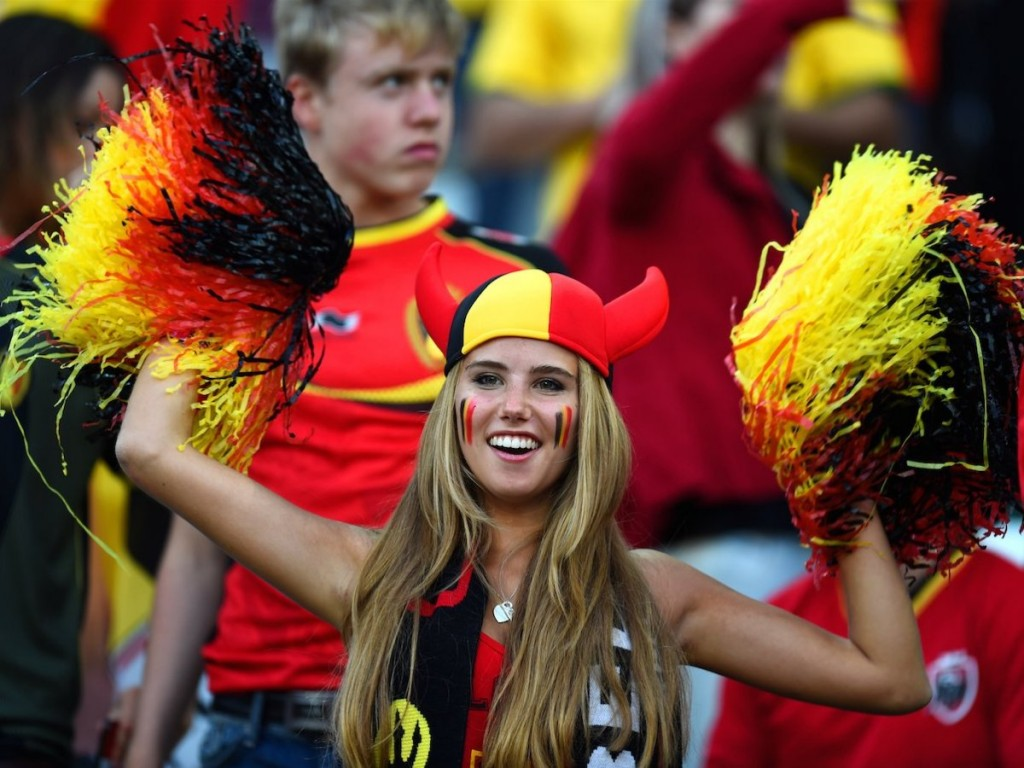 a-belgian-woman-scored-a-modeling-contract-after-the-world-fell-in-love-with-her-photo-during-the-world-cup