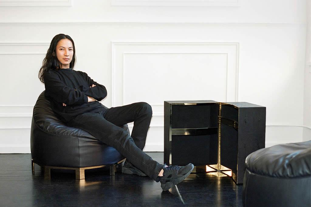 Alexander Wang 推出家具系列,九脚豆袋椅售价8,800美元