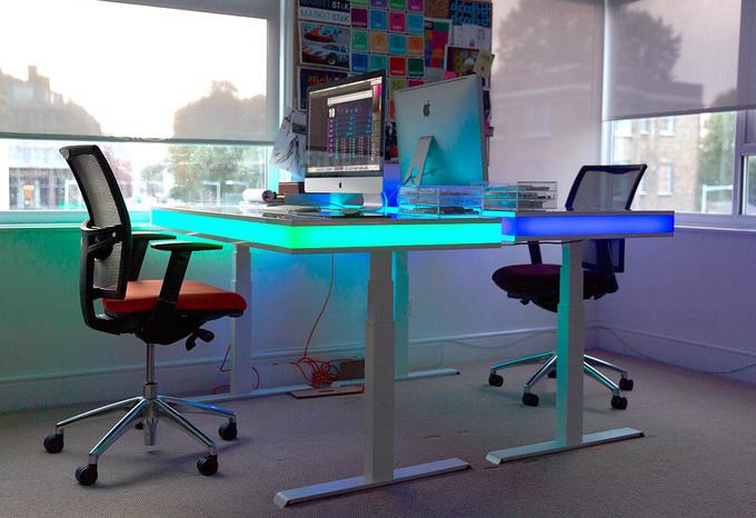 最贴心的办公桌 TableAir 感应你的姿势 智能调高