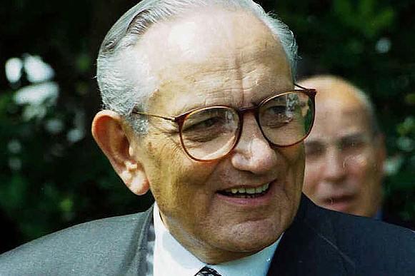 费列罗老爷爷情人节病逝,享年 89岁