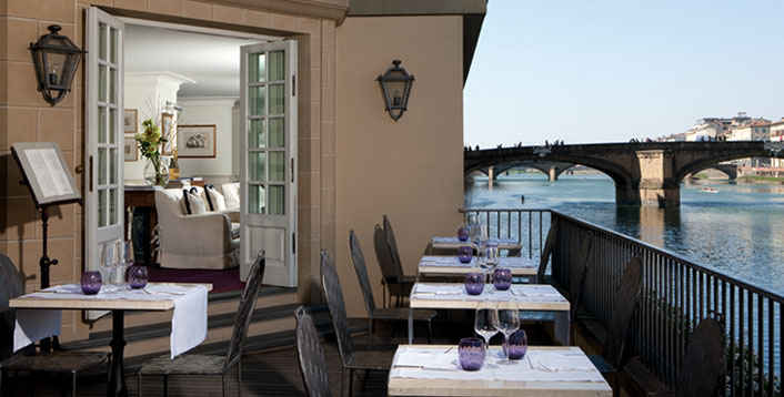 Lungarno-Hotel-Florence-Terrace_interior_billboard