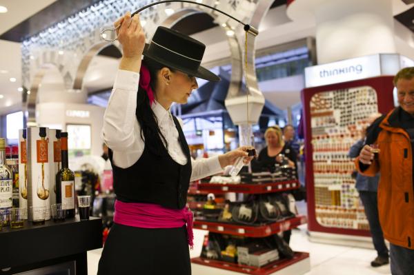 旅行零售大鳄诞生:瑞士 Dufry 36亿欧元收购环球免税公司