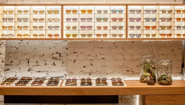 日本眼镜品牌 JINS 北美旗舰店引入机器人配镜,立等可取