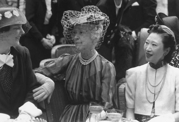 princess-rene-de-burbon-parme-l-w-lady-mendl-mme-wellington-koo-r-wife-of-the-chinese-amb-to-the-us-at-lawn-party-at-the-baron-de-rothchilds-mansion