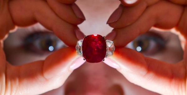 """苏富比""""鸽血红""""宝石拍出 3千万美元,创同类宝石类拍卖新高!"""