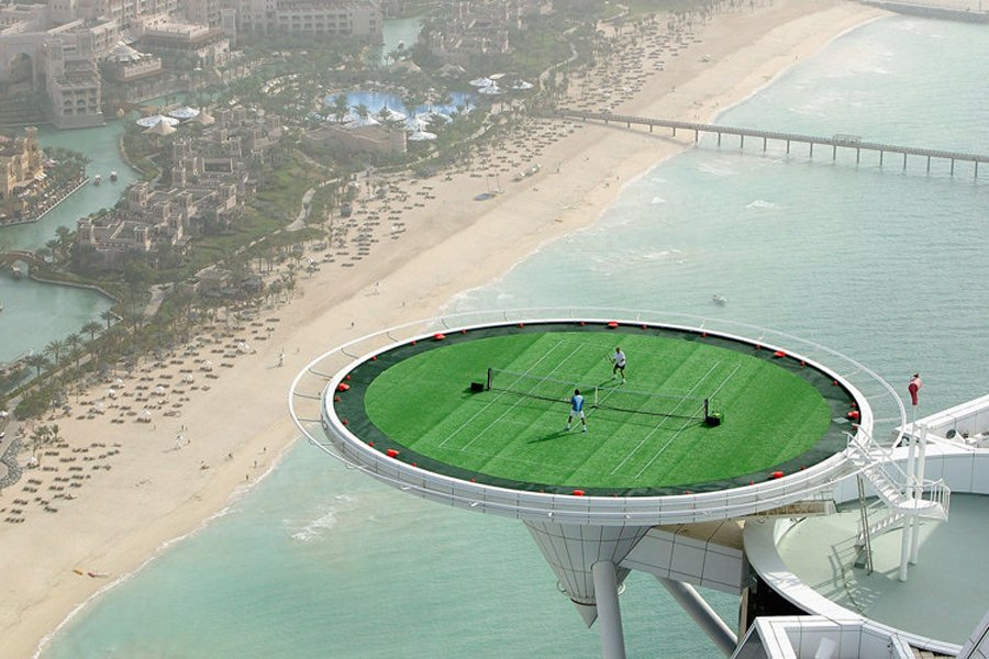 in-2005-roger-federer-played-andre-agassi-in-a-tennis-exhibition-on-top-of-the-burj-al-arab-hotel-in-dubai