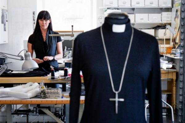宗教也时尚!瑞典女牧师专用服装设计师 Maria Sjodin