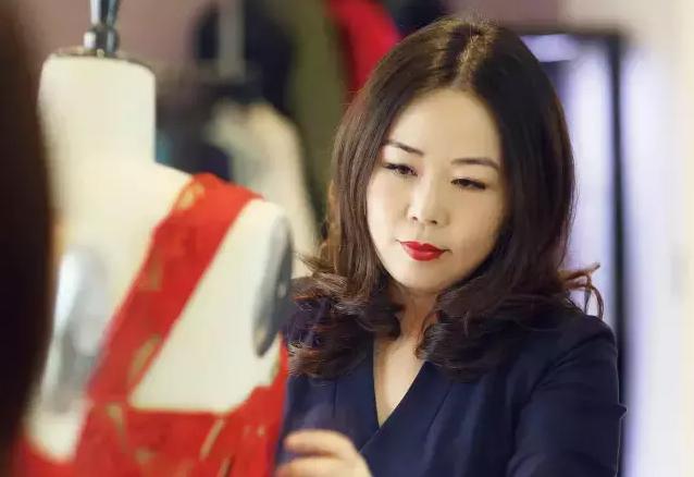 """【华丽人物志】中国内地首位FIT留学生Grace Chen的三次大""""冒险"""""""