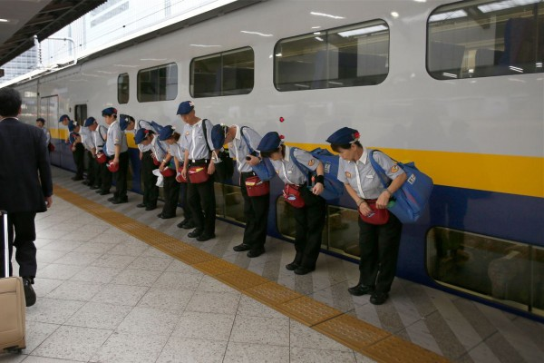日本新干线之「七分钟的奇迹」:保洁工人的职业自豪感