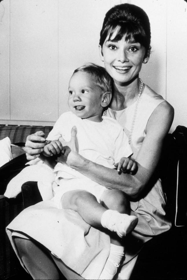 audrey-hepburn-baby-1961-portrait