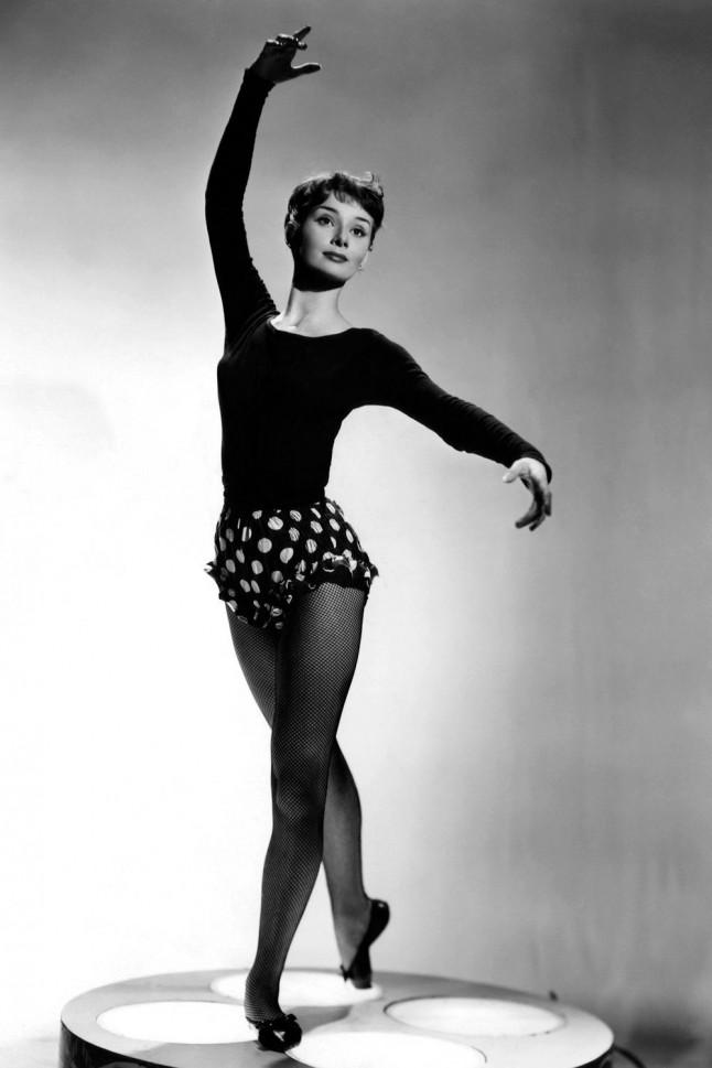 audrey-hepburn-ballet-1952-portrait