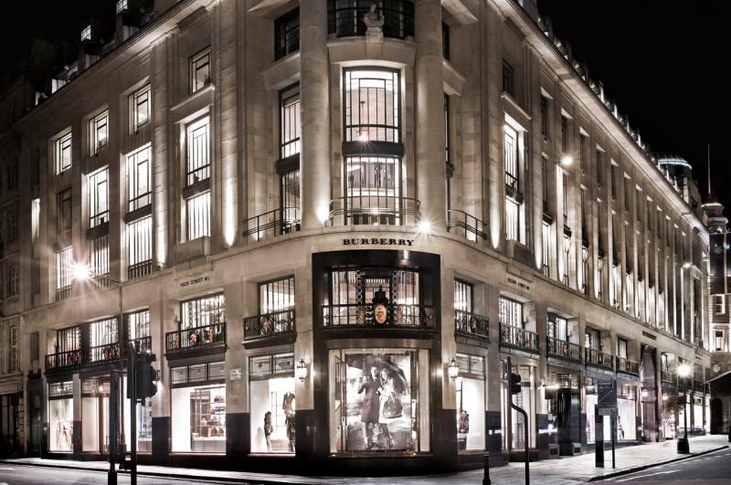 Burberry首家咖啡馆在伦敦旗舰店开张