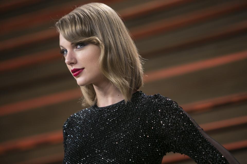 Taylor Swift 专为中国市场设计时尚服饰