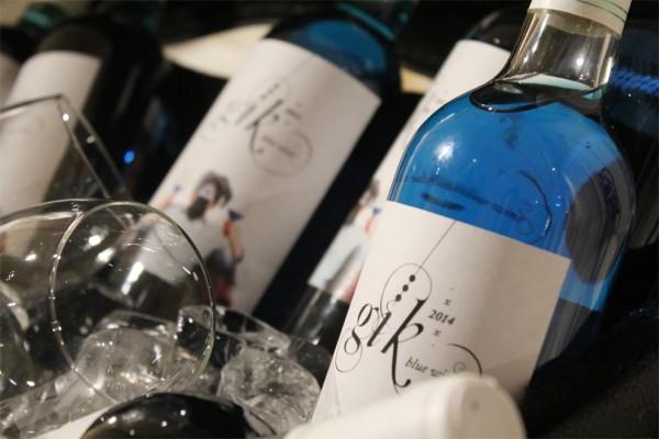 葡萄酒为什么不能是蓝色的?西班牙菜鸟打造 Gik 钻蓝葡萄酒