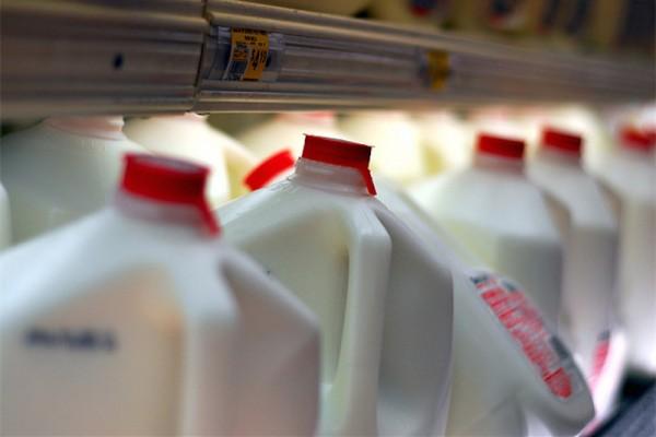 有了这种智能瓶盖,再也不会喝到变质的牛奶了!