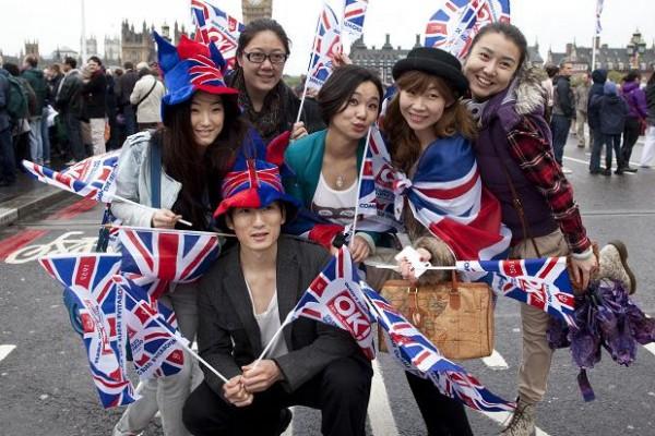 因签证申请程序简化,中国游客 7月在英国的消费同比上涨 45%