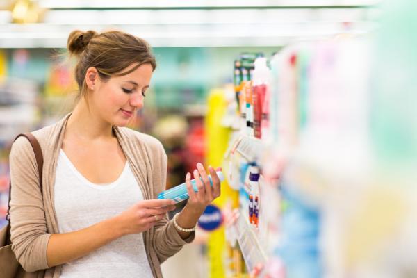 购买美妆品前你会查看成分表吗?据说 59%的美国女性会这么做