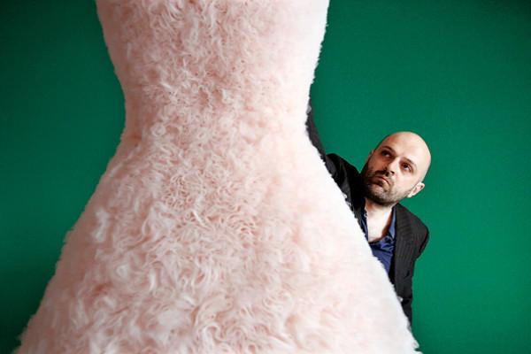 英国先锋派设计师 Hussein Chalayan 加盟法国时尚老牌 Vionnet