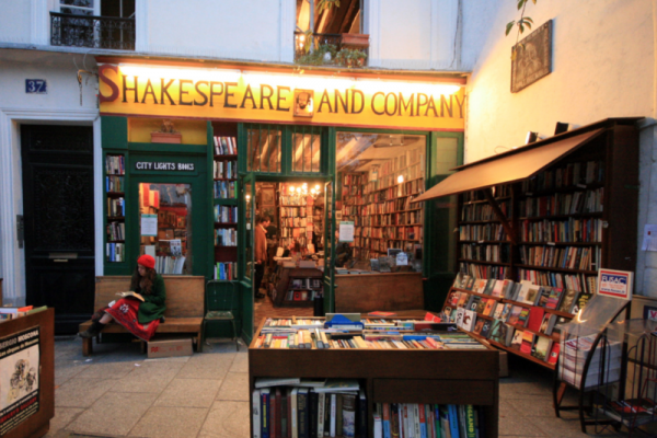 巴黎著名的莎士比亚书店也有咖啡馆了!主打果汁奶昔