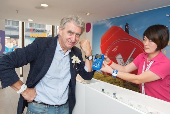 Swatch 联手中国银联、交行在中国首推银联支付手表