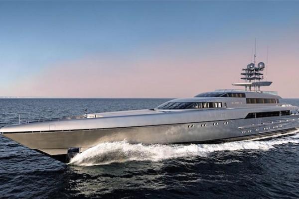 """摩纳哥游艇展""""最佳新游艇 """"Silver Fast 挂牌出售,标价 8900万美元"""